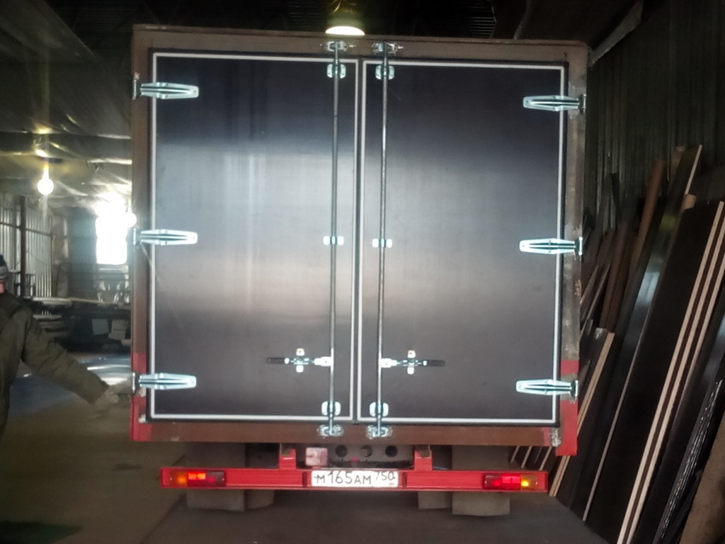 Изготовление и установка ворот на грузовой автомобиль Mercedes 814